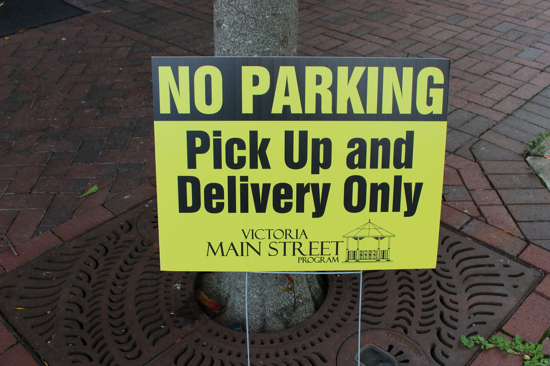 No Parking, Pickup and Delivery Only sign